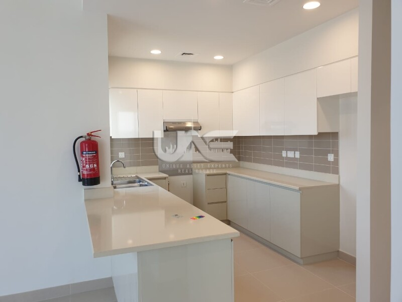 End Unit Type 2E    Modern 4 Beds    Ideal Location    Maple 1