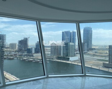 Luxurious Apartment / Stunning Views / Vacant